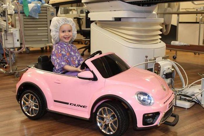Mobil mini yang mengantarkan pasien ke ruang operasi.
