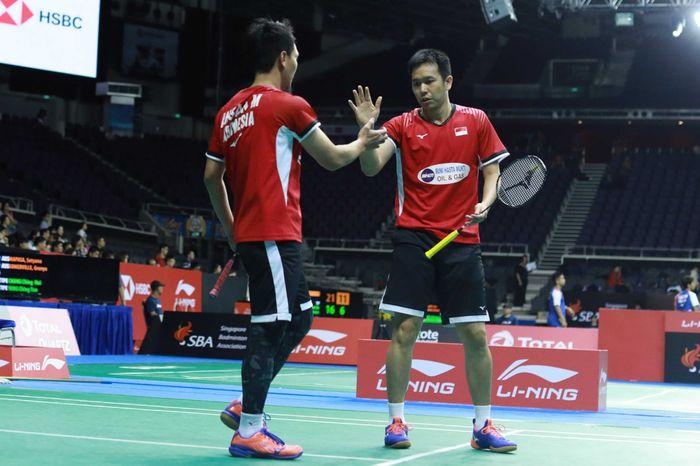 Pasangan ganda putra Indonesia, Mohammad Ahsan/Hendra Setiawan, bertanding pada babak pertama Singapore Open 2019 di Singapore Open 2019 di Singapore Indoor Stadium, Selasa (9/4/2019).
