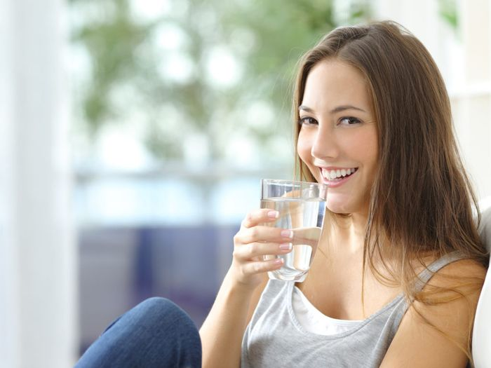 Tips Puasa 2019 : Cara Mudah Mengatasi Bau Mulut Saat Puasa Agar Nafas Tetap Segar - Banyak Minum Air Putih