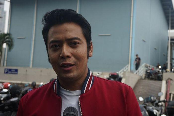 Resmi Ditahan Kasus Pemalsuan Dokumen Pernikahan, Kriss Hatta dibawa ke Rutan Bulak Kapal