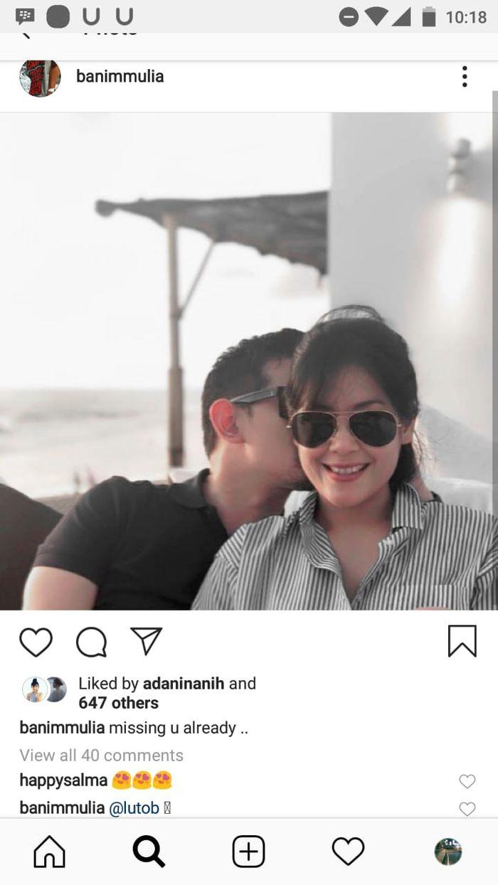 Foto Lulu Tong tampil mesra dengan seorang pria.