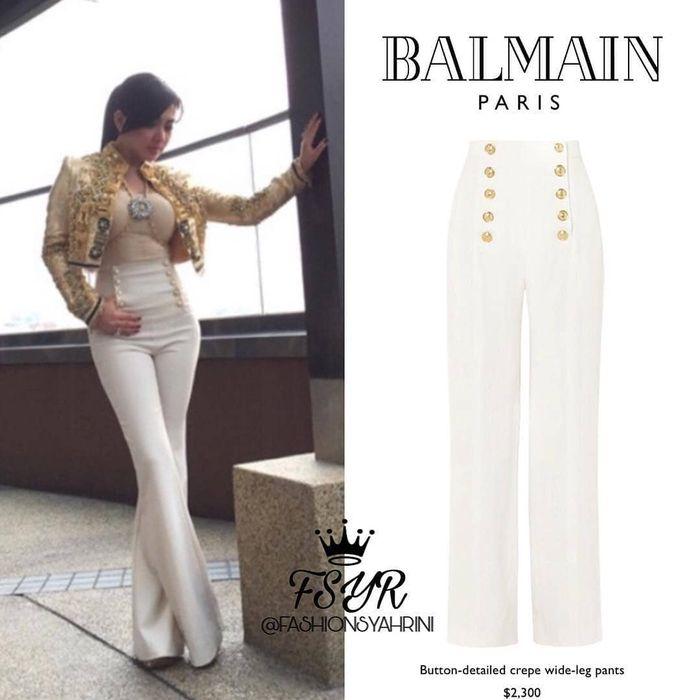 Dikutip dari akun @fashionsyahrini di instagram, ternyata celana Syahrini ini adalah lansiran merk Balmain.
