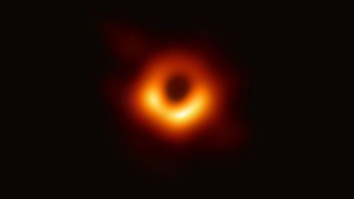 Gambar pertama lubang hitam yang ditangkap tim astronom.