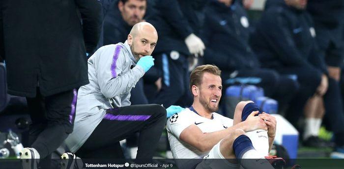 Penyerang Tottenham Hotspur, Harry Kane, menderita cedera saat menghadapi Manchester City dalam laga leg pertama perempat final Liga Champions, Selasa (9/4/2019) di Tottenham Hotspur Stadium.