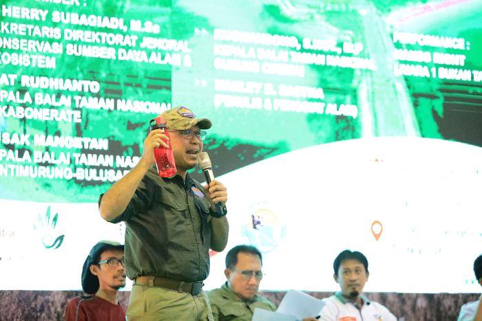 Kuswandono, Kepala Balai TN Gunung Ciremai yang memberikan penjelasan bagaimana menjadi pendaki gunung jaman now yang bertanggung jawab terhadap lingkungan.