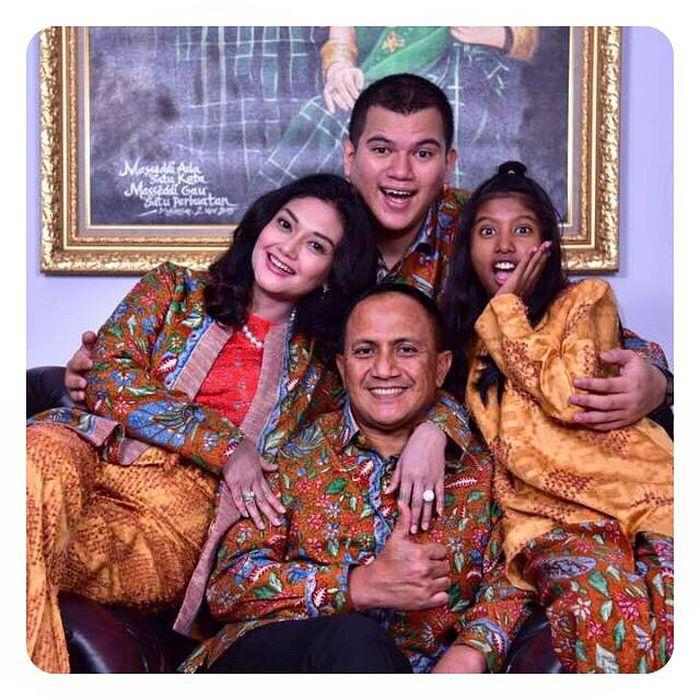 Bella Saphira dan Keluarga