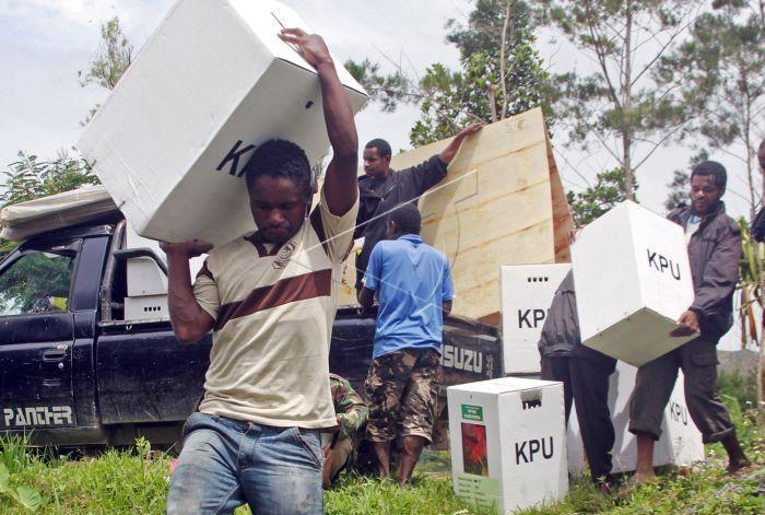 Distribusi logistik ke wamena.