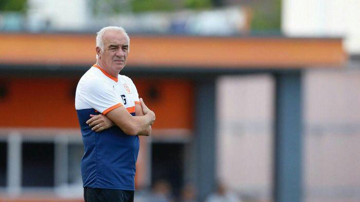 eks pelatih Borneo FC, Mario Gomez, saat  masih di Borneo FC untuk memantau latihan anak asuhnya.