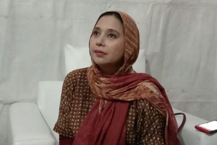 Ayu Azhari hadir dalam acara Festival Jajanan Minang yang digelar di Lebak Bulus, Jakarta Selatan