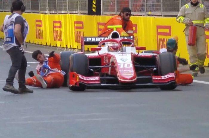 Insiden yang menimpa pembalap Prema Racing asal Indonesia, Sean Gelael, di Kualifikasi Feature Race di <a href='https://batam.tribunnews.com/tag/gp-azerbaijan' title='GPAzerbaijan'>GPAzerbaijan</a> di Baku, Jumat (26/4/2019).