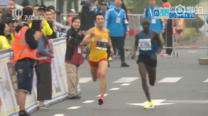 Wu saat ikuti perlombaan lari