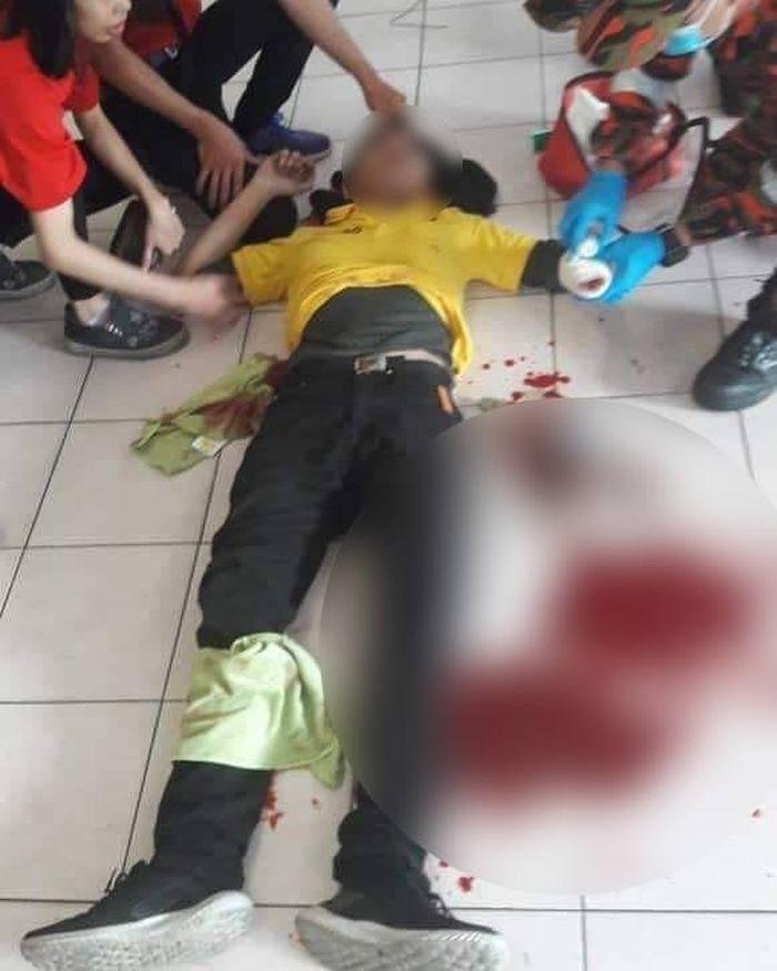 Setelah cek-cok, pria asing bersama temannya mendatagi korban dan langsung menyabetkan senjata tajam.
