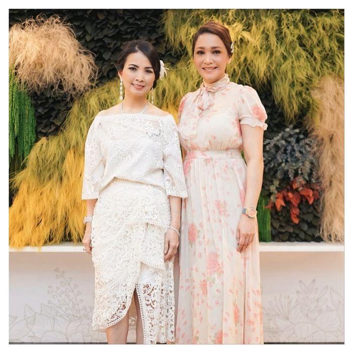 Maia Estianty tampil anggun dengan gaun floral klasik berharga fantastis.