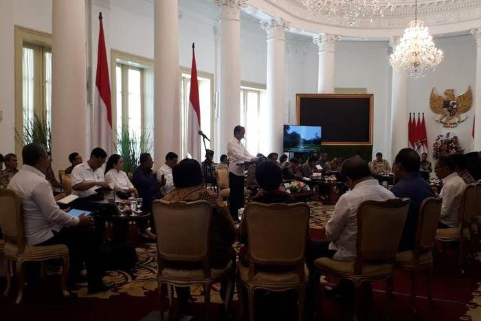 Presiden Jokowi saat memimpin rapat kabinet paripurna di Istana Kepresidenan, Bogor, Selasa (23/4/2019) pagi.