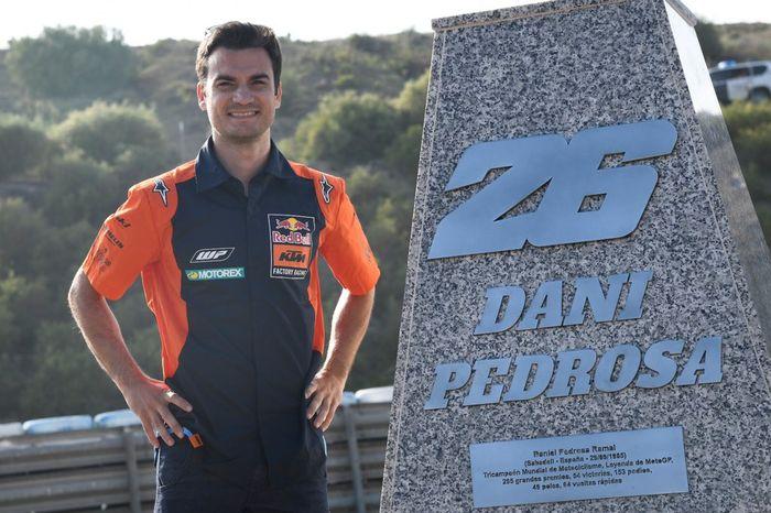 Nama Dani Pedrosa diabadikan menjadi nama tikungan 6 di Sirkuit Jerez, Spanyol.