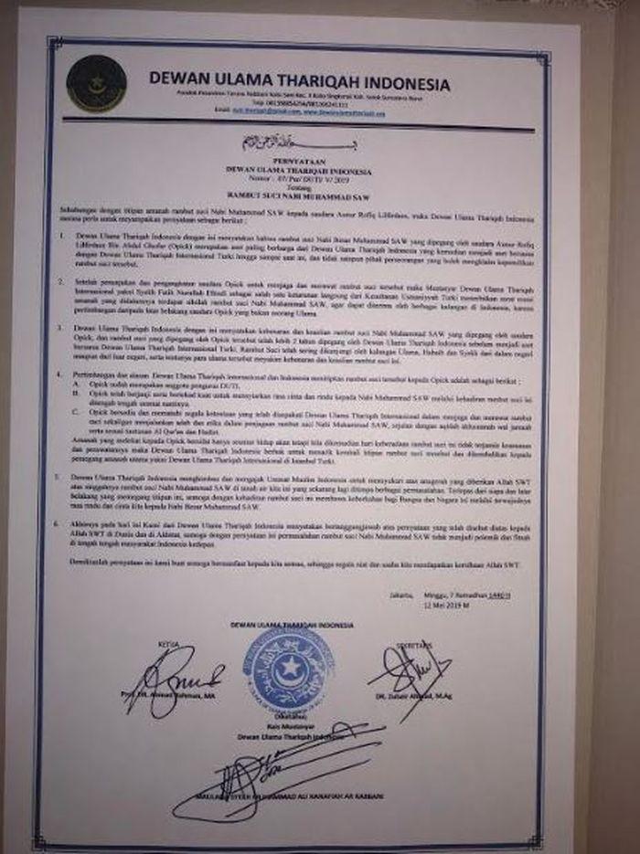 Surat pernyataan Dewan Ulama Thariqah Indonesia yang memuat beberapa alasan dipilihnya Opick sebagai sosok yang diamanahi sehelai rambut Rasulallah.