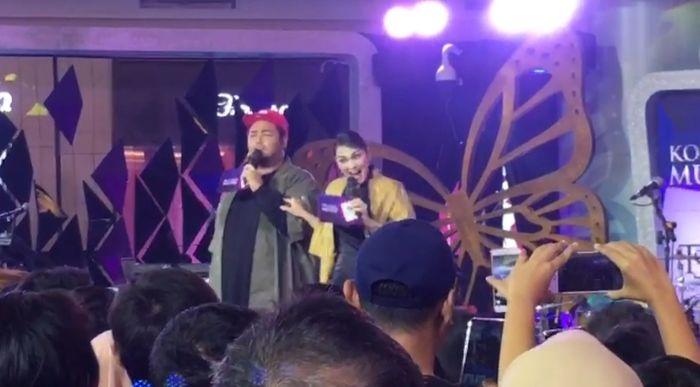 Luna Maya dan Ivan Gunawan dalam acara Konser Musik Spesial