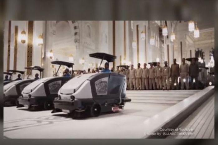 Alat pembersih di Masjidil Haram