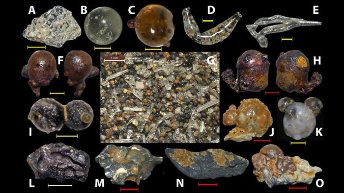 Serpihan-serpihan yang ditemukan di tepi pantai sekitar Hiroshima.