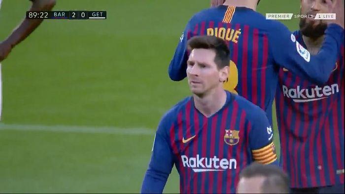 Ekspresi megabintang Barcelona, Lionel Messi, seusai timnya mencetak gol ke gawang Getafe dalam laga Liga Spanyol di Stadion Camp Nou, Minggu (12/5/2019).