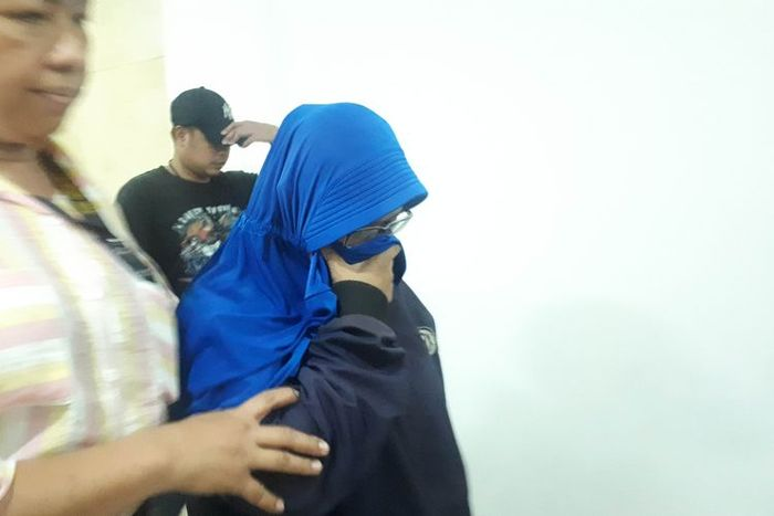 Polda Metro Jaya menangkap menangkap dua perempuan yang diduga merekam dan menyebarkan video HS, tersangka yang mengancam penggal kepala Presiden Joko Widodo, Rabu (15/5/2019).