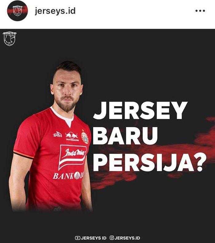 Penyerang Persija Jakarta, Marko Simic, memakai jersey terbaru untuk musim Liga 1 2019