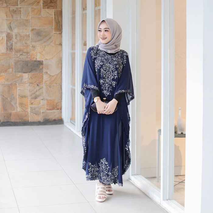 dress <a href='https://kupang.tribunnews.com/tag/navy' title='navy'>navy</a>