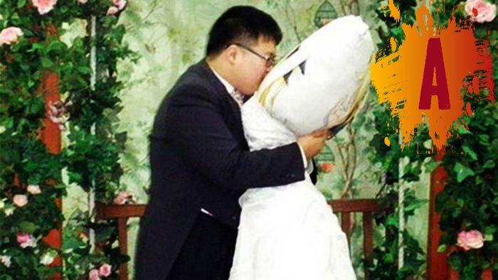 Lee Jin-Gyu dengan Bantal