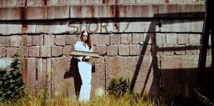 Eija Riitta dengan Tembok Berlin