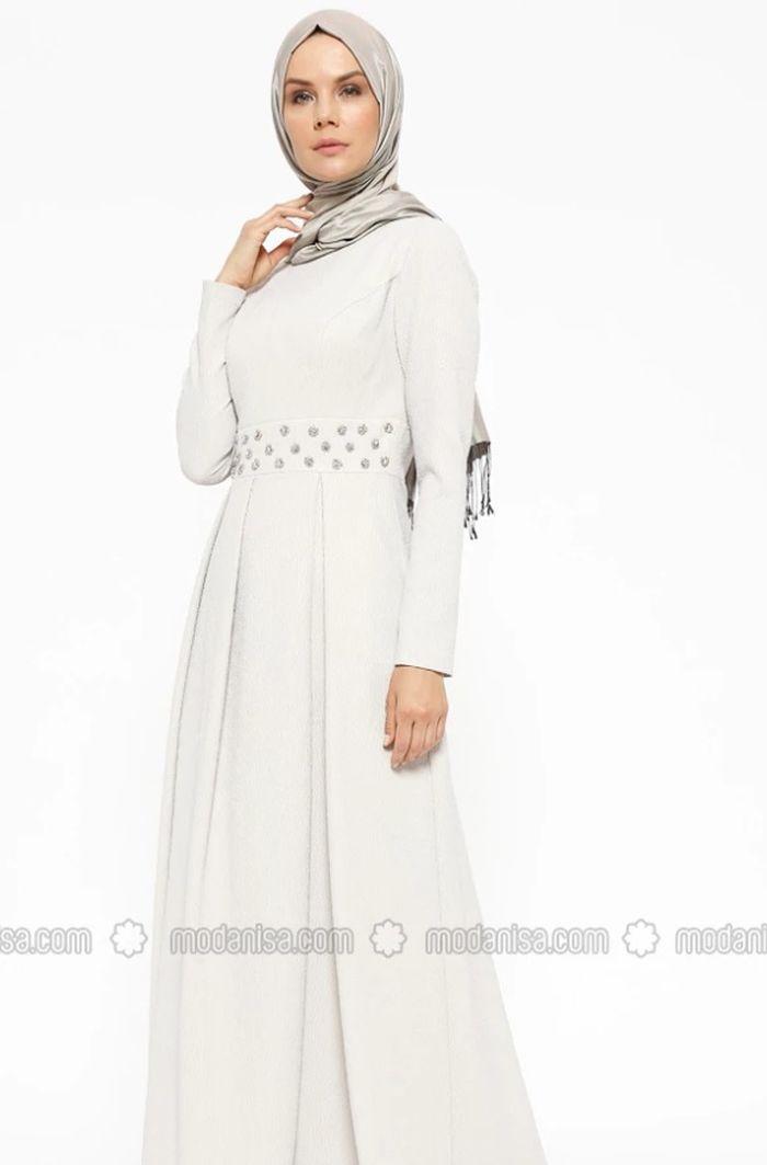 5 Model Baju Sholat Idul Fitri dengan Nuansa Putih yang Bisa Jadi Inspirasi | dok. modanisa.com