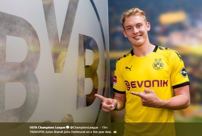 Gelandang Borussia Dortmund, Julian Brandt.