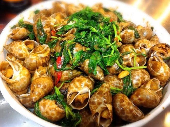 Hidangan siput laut (escargot)