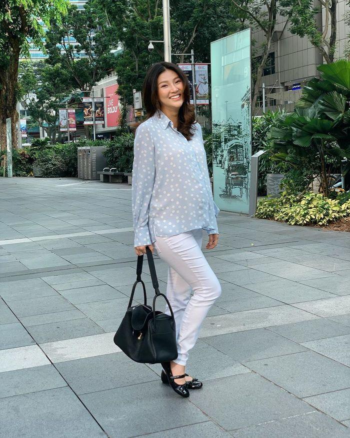 Sarwendah tampil modis saat antar anak ke sekolah di Singapura sambil bawa tas mewah ratusan juta rupiah