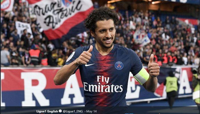 Bek tengah sekaligus kapten kedua Paris Saint-Germain, Marquinhos.