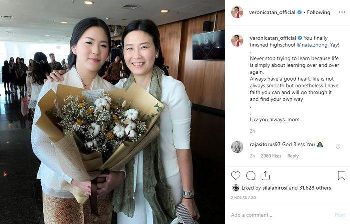 Veronica Tan datang ke acara Wisuda SMA putrinya, Nathania Purnama