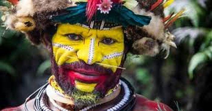 Inilah Manusia 'Berwajah Kuning' dari Papua Nugini