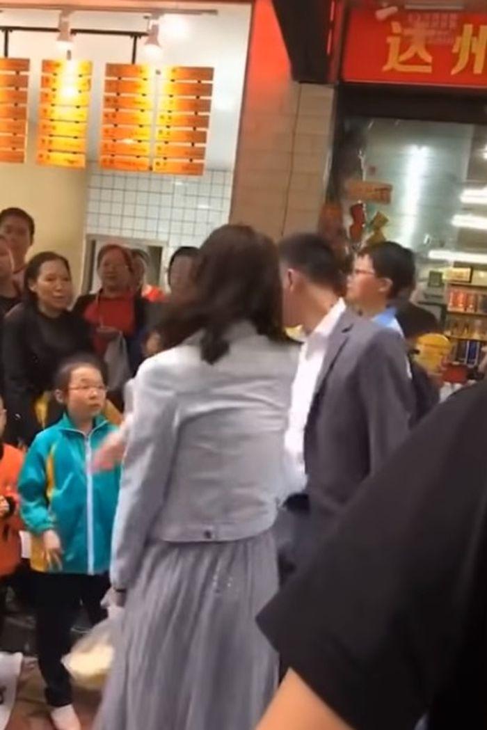 Wanita tampar pacarnya saat Valentine Day China.