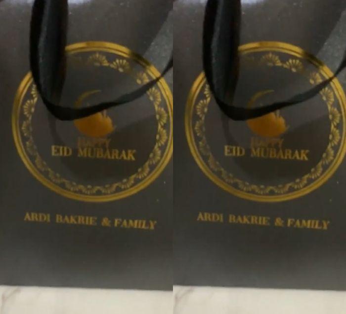 Goodie bag berisi parcel istimewa dari Nia Ramadhani dan Ardi Bakrie