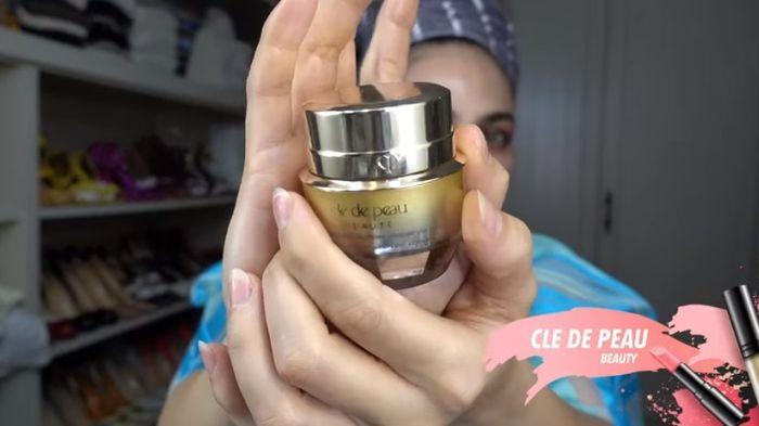 Skincare Luna Maya: Cle de Peau Eye Contour Cream