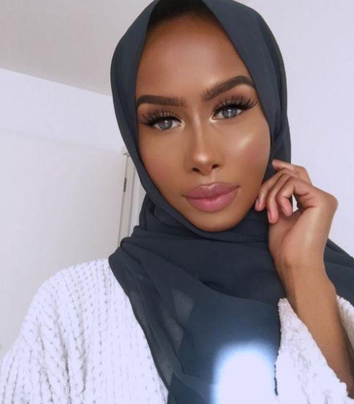 Warna hijab untuk kulit yang gelap
