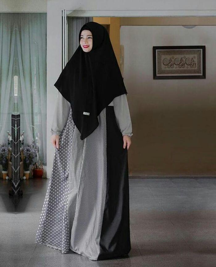 Inspirasi gaya busana hijab Jihan Fahira