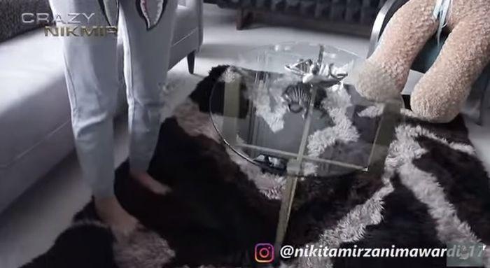 Koleksi karpet seharga ratusan juta di rumah Nikita Mirzani.