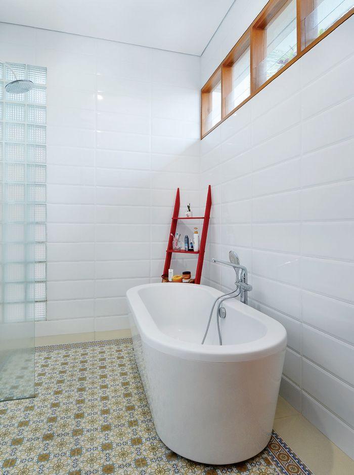 Begini cara memilih lantai kamar mandi untuk yang basah dan kering