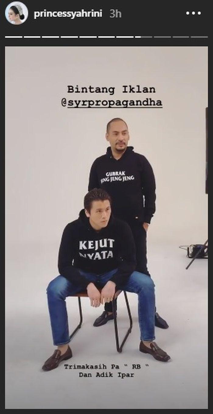 Reino Barack dan Jeffry Geovani jadi model untuk produk Syahrini.