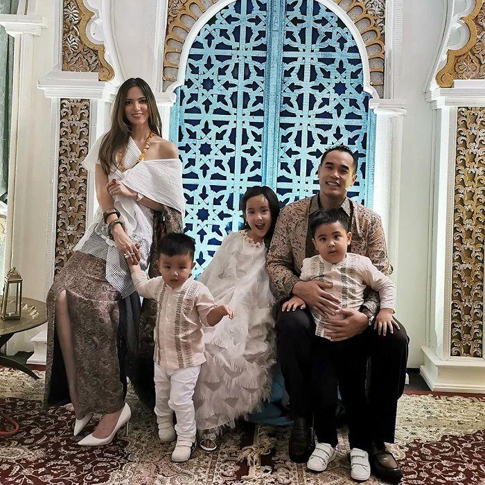 Lebaran Bareng para Menantu Keluarga Bakrie, Nia Ramadhani Jadi Sorotan Gara-gara Gaya Busananya Dianggap Tak Sopan