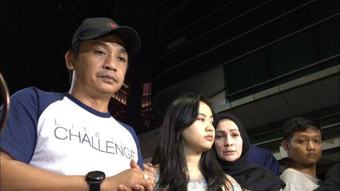 Masbin, kakak Dewi Perssik saat ditemui Grid.ID di Rumah Sakit Siloam Semanggi, Jakarta Selatan (9/6/2019).