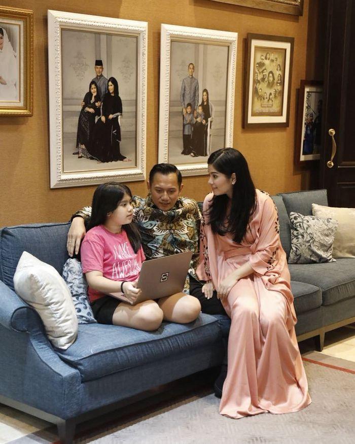 ruang keluarga Annisa Pohan dan AHY
