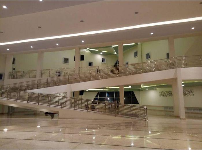 Bagian dalam Masjid Al Safar yang merupakan karya Ridwan Kamil bersama firma arsiteknya Urbane Indonesia. Masjid itu masuk ke nominasi Abdullatif Al Fozan Award