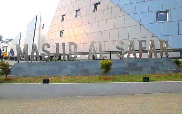 Masjid Al Safar merupakan karya Ridwan Kamil bersama firma arsiteknya Urbane Indonesia. Masjid itu masuk ke nominasi Abdullatif Al Fozan Award.