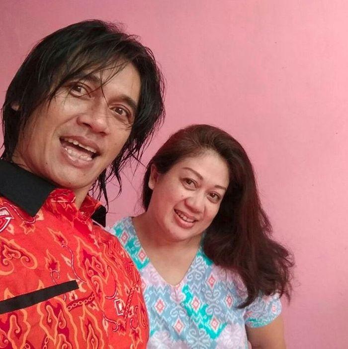 Agung Hercules semasa sehat bersama istri tercinta, Mira Rahayu.